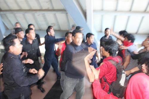 Preman Rektorat mengintimidasi aksi mahasiswa