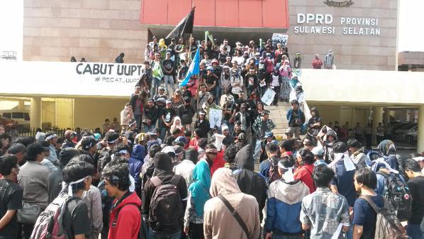 Massa PECAT UU-PT di Gedung DPRD Provinsi Sul-Sel